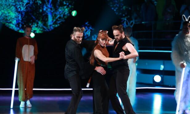 TRIO: Einar, Anette og Eirik danset til Ylvis-låten the «The Fox». Foto: TV 2