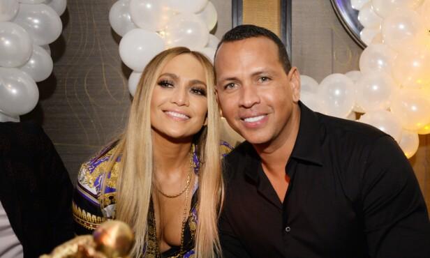 KJÆRESTER: Siden de ble sammen i fjor har Jennifer og Alex vært et av Hollywoods aller heteste par. Foto: NTB Scanpix