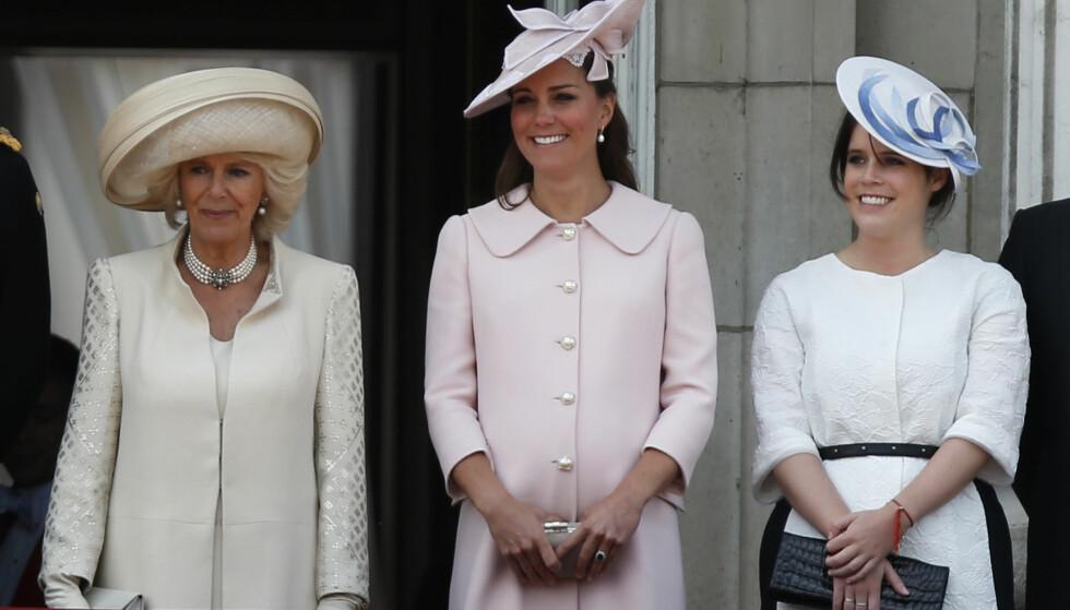 ANDRE PLANER: Hertuginne Camilla (t.v) blir ikke blant gjestene når prinsesse Eugenie (t.h) gifter seg førstkommende fredag. Se og Hørs kongehusekspert forstår at enkelte kan undre over avgjørelsen. Foto: NTB scanpix