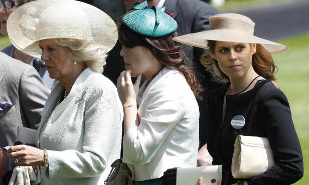 NÆRE: Hertuginne Camilla, her fotografert med prinsesse-«niesene» Beatrice og Eugenie i 2011, kommer ikke i sistnevntes bryllup førstkommende fredag. Foto: NTB scanpix