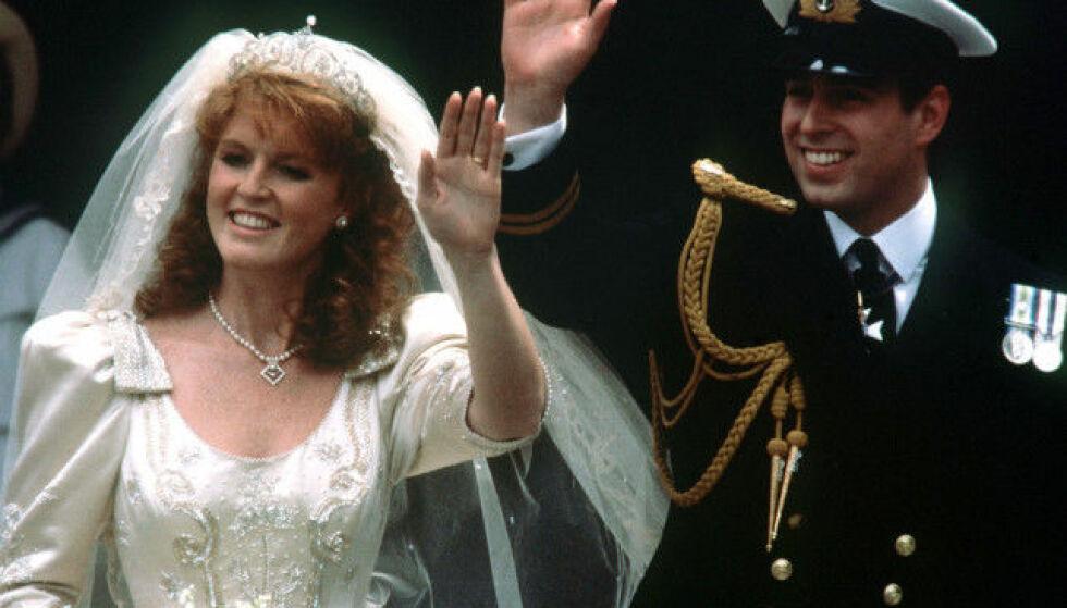 ENDTE MED SKILSMISSE: I 1986 giftet Sarah Ferguson seg med prins Andrew. De ble offisielt skilt ti år seinere. Foto: NTB Scanpix