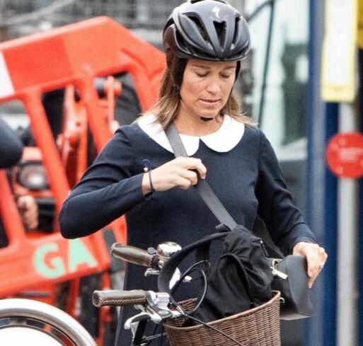 AKTIV: Pippa har flere ganger gitt uttrykk for at hun vil opprettholde en aktiv livsstil under svangerskapet. Her er hun avbildet med sykkel i august. Foto: NTB Scanpix