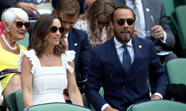 GLAD I SPORT: Pippa liker både å selv ta del i sportslige aktiviteter, samt å se på. Her er hun og broren James avbildet under Wimbledon-turneringen i sommer. Foto: NTB Scanpix