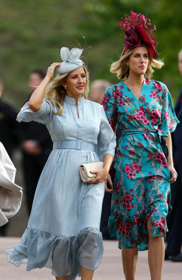 ARTIST; Ellie Goulding var iført en lyseblå kjole da hun ankom kapellet. Foto: NTB scanpix