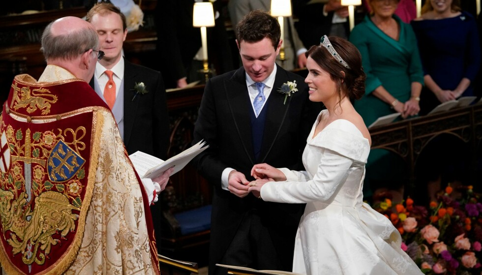 GIFTET SEG: Prinsesse Eugenie og Jack Brooksbank kunne juble over å bli rette ektefolk i kapellet i Windsor rundt klokken 13 norsk tid fredag 12. oktober. Foto: NTB scanpix