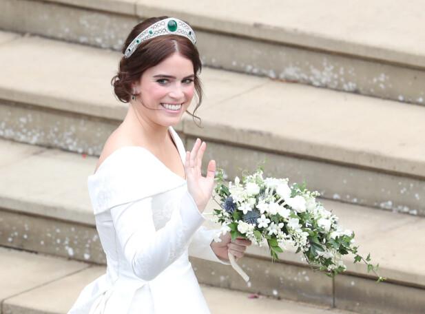 VAKKER TIARA: Bruden hadde lånt hodepryden av sin bestemor, dronning Elizabeth. Foto: NTB scanpix