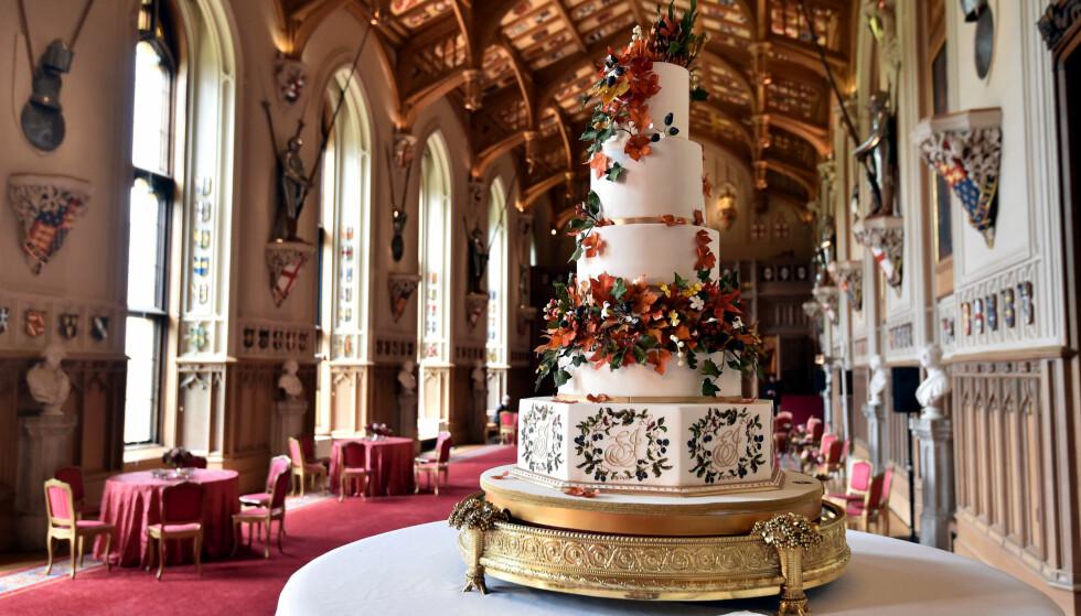 STASELIG: Det er konditoren Sophie Cabot som står bak brudeparets overdådige kake. Foto: NTB Scanpix