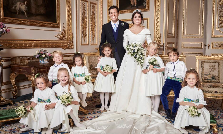 BRYLLUPSBILDE: Dette er et av de offisielle bildene fra bryllupet til prinsesse Eugenie og Jack Brooksbank. Her sammen med alle sine brudepiker og brudesvenner. Blant dem barna til hertuginne Kate og prins William, prins George og prinsesse Charlotte. Foto: NTB Scanpix