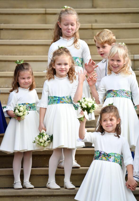 BRUDEPIKER: Savannah Phillips gjør grimase sammen de andre brudepikene og brudesvennene. Foto: NTB Scanpix