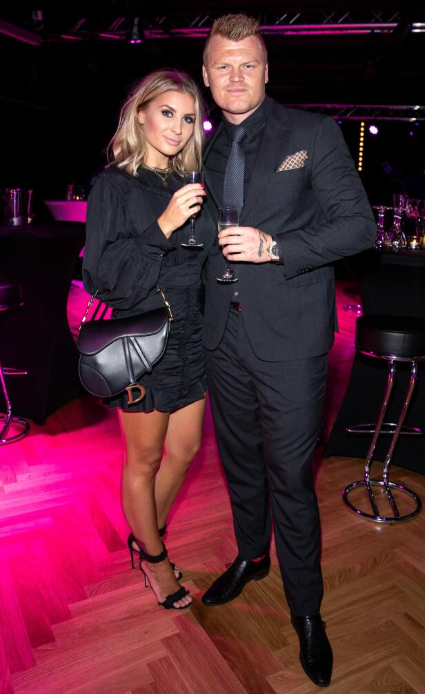 TOK MED KONA: John Arne Riise festet med kona Louise Angelica på manager Erland Bakkes 40-årsfeiring. Foto: Andreas Fadum / Se og Hør