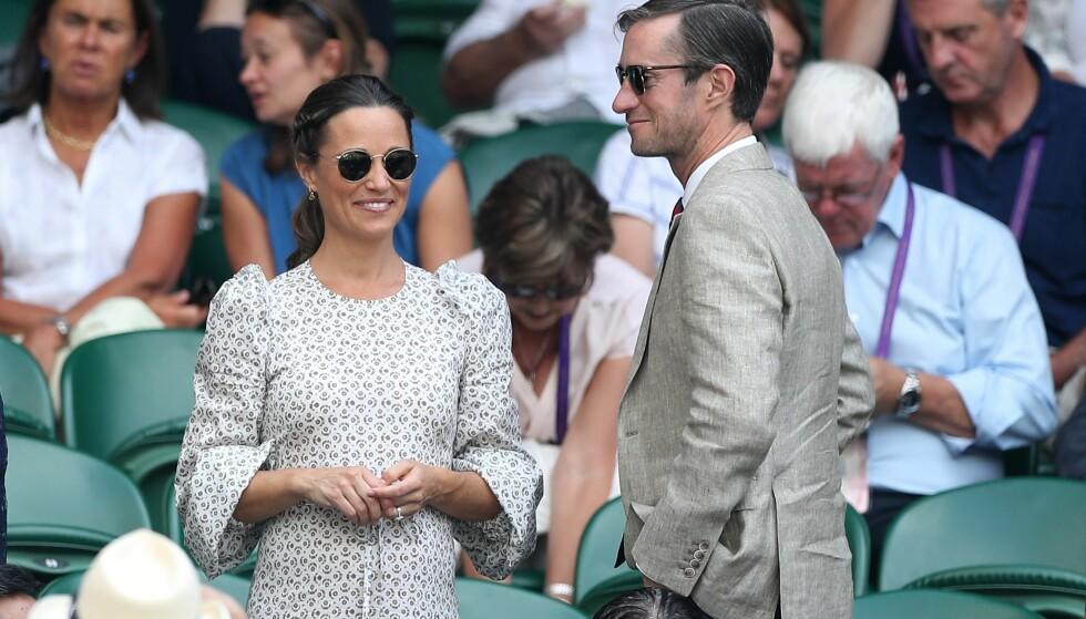 BLIR FORELDRE: Om kort tid blir Pippa Middleton og James Matthews foreldre for første gang. Nå tyder mye på at det ikke er lenge igjen. Her er ekteparet avbildet under Wimbledon-turneringen i sommer. Foto: AFP/ NTB Scanpix