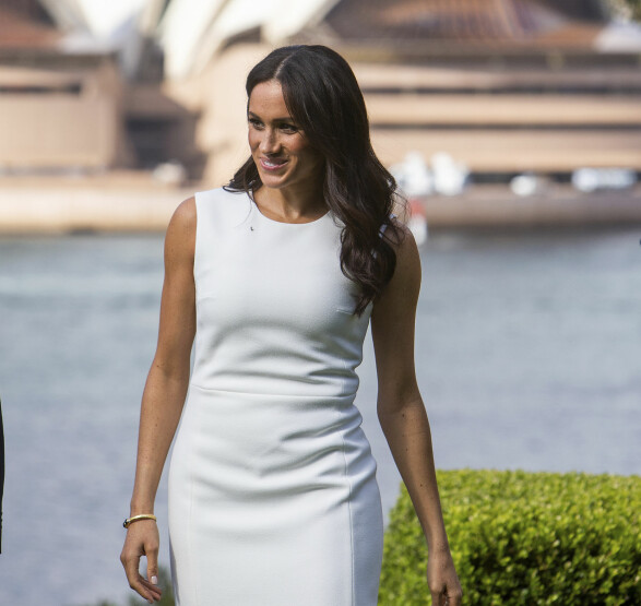 STRÅLTE: Hertuginne Meghan strålte under besøket i Sydney, Australia. Foto: NTB Scanpix
