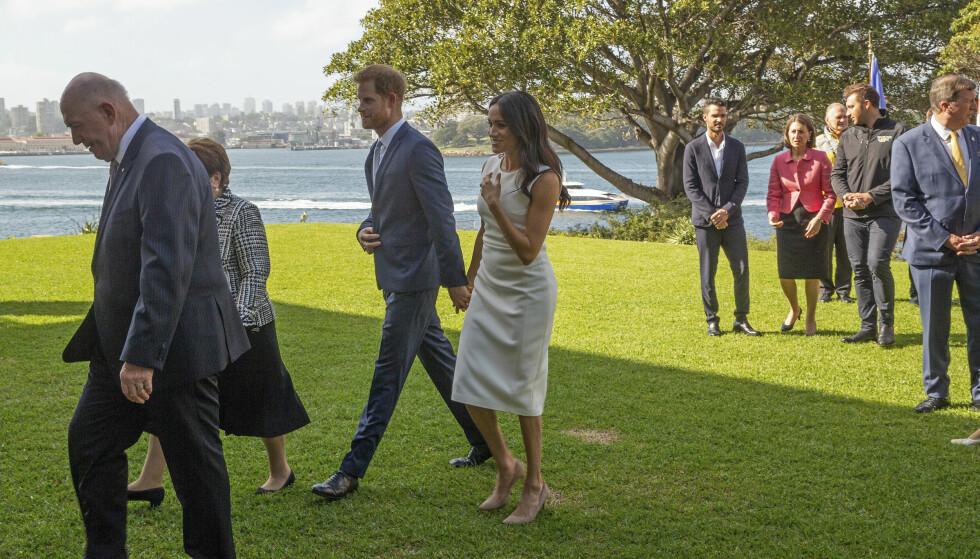 VIKTIGE MØTER: Ekteparets besøk i Australia innebar også å møte politikerne i landet. Her er de på vei ut etter fotografering med statsministeren Scott Morrison. Foto: NTB Scanpix
