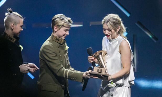 VANT PRIS: Det var Astrid Smeplass som stakk av med «Årets Spellemann» tidligere i år, og hun ble med det første kvinne på 15 år til å vinne prisen. Foto: NTB scanpix