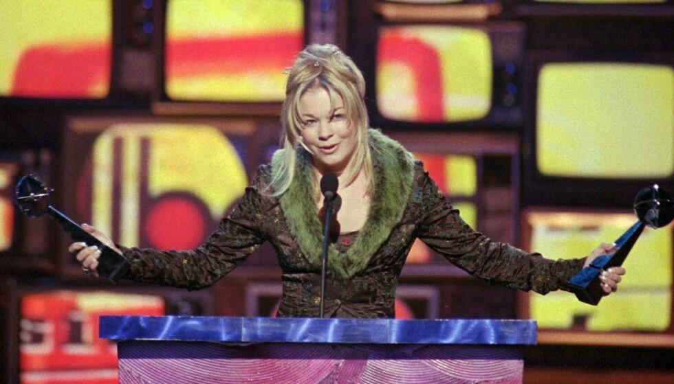 STOR STJERNE: LeAnn Rimes henter hjem priser under Billboard Music Awards i 1997, 15 år gammel. Foto: NTB Scanpix