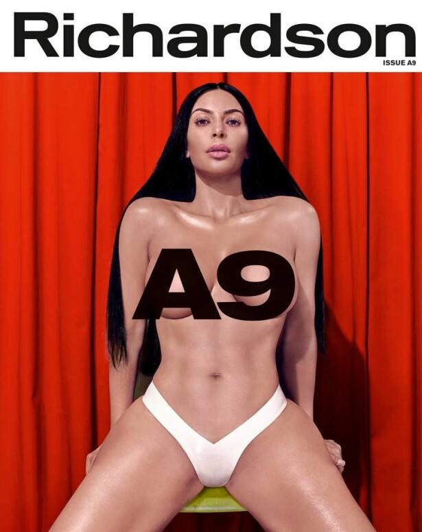 BYR PÅ SEG SELV: Kim Kardashian pryder forsiden av Richardson Magazines jubileumsutgave - i bare underbuksa. Foto: Faksimile