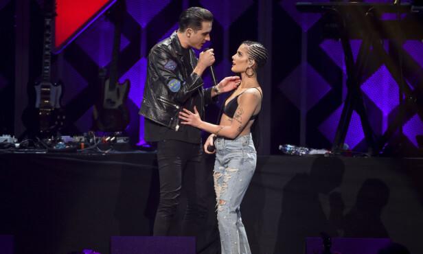 SAMMEN PÅ SCENEN: Halsey og G-eazy har lagde låta «Him & I» sammen i 2017. Foto: NTB Scanpix