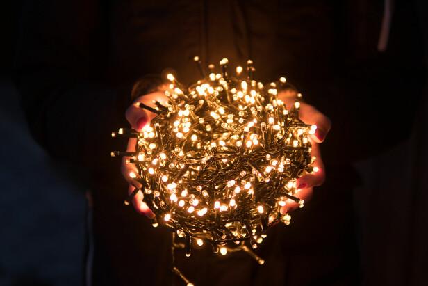 <strong>STEMNINGSFYLLT:</strong> Våre lyskjeder kommer i alle lengder og kan brukes både ute og inne. Fås i varmhvit, ekstra varmglød eller multifarget lys.