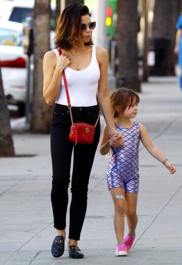 <strong>VIL DET BESTE FOR DATTEREN:</strong> Jenna Dewan sammen med datteren Everly på gata i Los Angeles tidligere denne måneden. Foto: NTB Scanpix