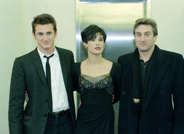 <strong>UNG STJERNE:</strong> I 1989 var Demi Moore filmaktuell i «Vi er ingen engler» med Sean Penn (t.v.) og Robert De Niro. Allerede den gang slet hun med rusproblemer. Her på filmens premiere. Foto: AP/ NTB scanpix