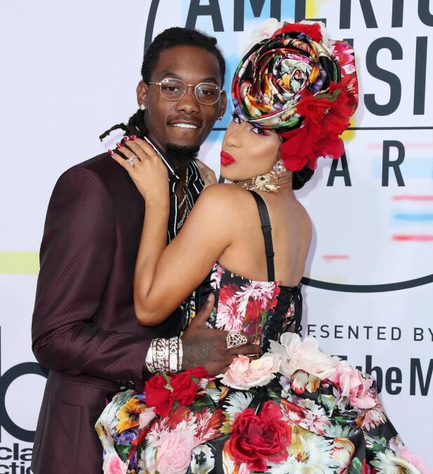 SMÅBARNSFORELDRE: Cardi B giftet seg med rapperen Offset (Kiari Kendrell Cephus) i fjor, og tidligere i år fikk de sitt første felles barn. Her på American Music Awards nylig. Foto: NTB scanpix