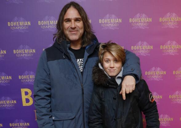 <strong>GLEDER SEG:</strong> Christer Falck tok også med seg sønnen på premiere. Foto: Espen Solli / Se og Hør