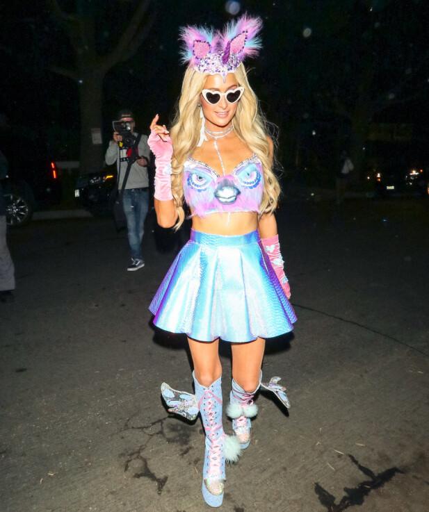 <strong>ENHJØRNING?:</strong> Paris Hilton utkledd som en blanding av enhjørning, fugl og sommerfugl (?) på fest i Beverly Hills i helgen. Foto: NTB scanpix