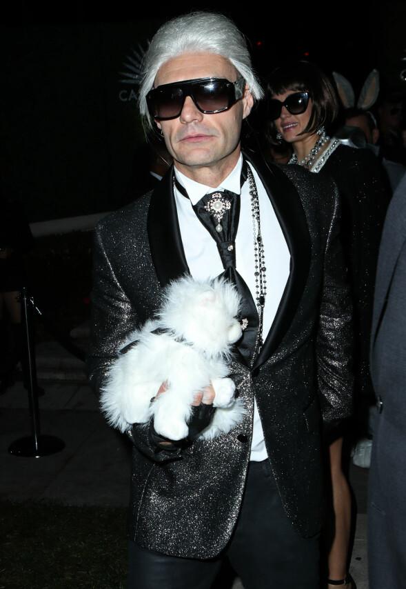 <strong>MOTEIKON:</strong> TV-profil og produsent Ryan Seacrest kledde seg ut som den legendariske motedesigneren Karl Lagerfeld. Foto: NTB scanpix