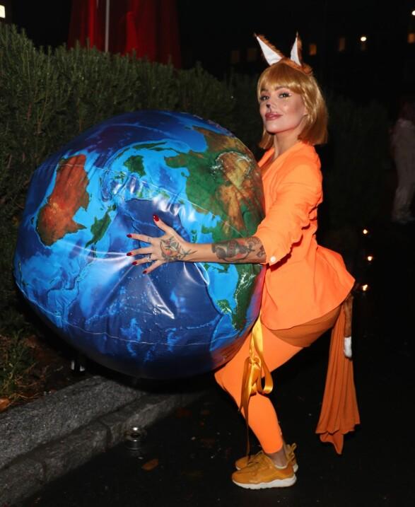 <strong>KREATIV:</strong> Triana Iglesias kom som internettlogoen «Firefox». Foto: Andreas Fadum / Se og Hør