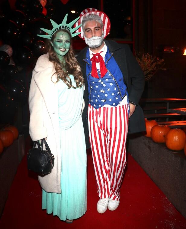 <strong>KLEDD SOM USA:</strong> Martin Bjercke og kjæresten Alexandra Backstrøm ankom festen utkledd som frihetsgudinnen og Uncle Sam. Foto: Andreas Fadum / Se og Hør