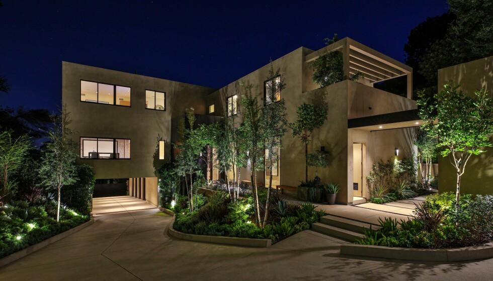 <strong>VELKOMMEN HJEM:</strong> Kylie og Travis har kjøpt seg et gigantisk palass i Beverly Hills, med et inviterende velkomstparti. Foto: NTB scanpix