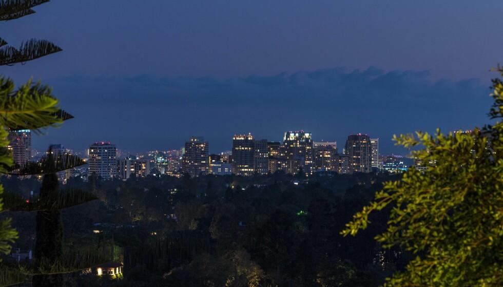 <strong>WOW:</strong> Kjeder man seg en kveld, kan man sette seg ut og nyte den fantastiske utsikten eiendommen byr på fra høyden. Foto: NTB scanpix