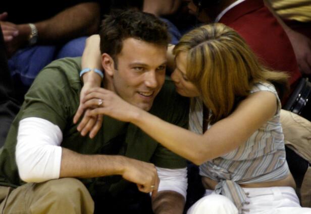 <strong>HET ROMANSE:</strong> Ben Affleck og Jennifer Lopez var ikke redde for å vise følelsene sine for hverandre. Her sammen i 2003. Foto: NTB scanpix