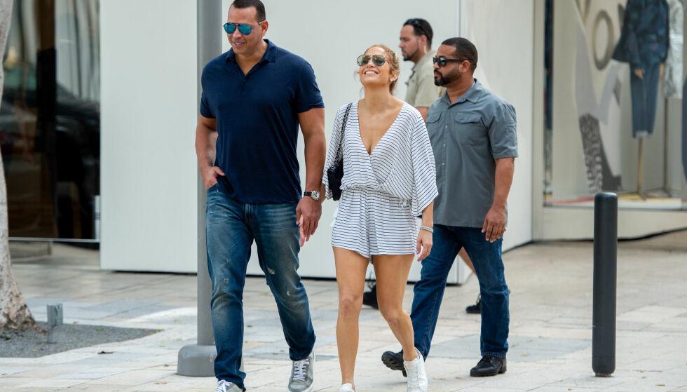 SMILTE FRA ØRE TIL ØRE: Jennifer og Alex så ut til å storkose seg i Miami. Foto: NTB Scanpix