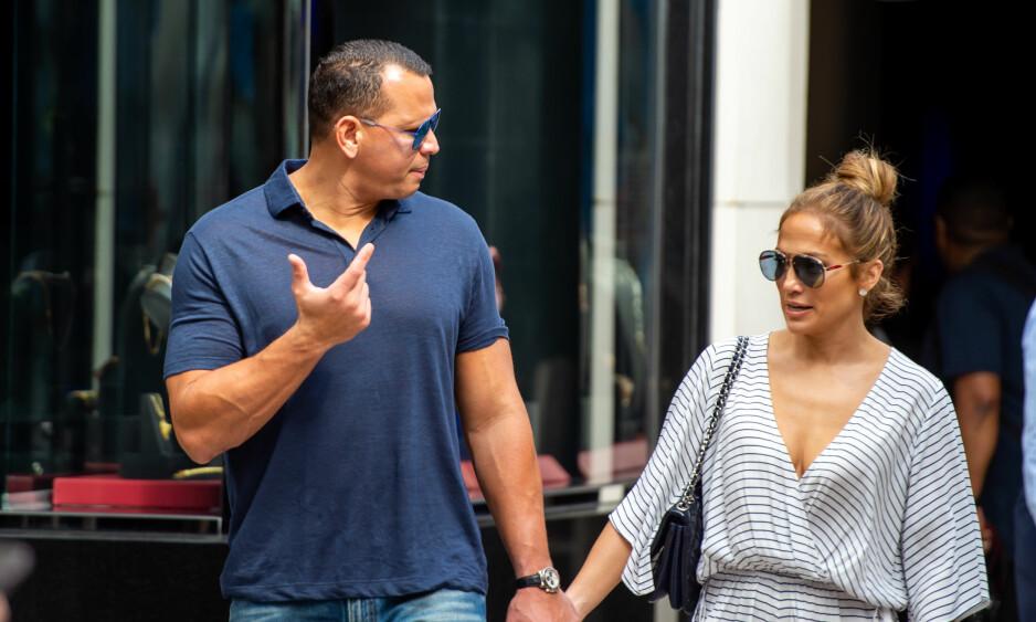 PÅ SHOPPING: I helgen var Jennifer Lopez og Alex Rodriguez i sistnevntes hjemby Miami, der de blant annet tok turen inn i flere eksklusive smykkebutikker. Foto: NTB Scanpix