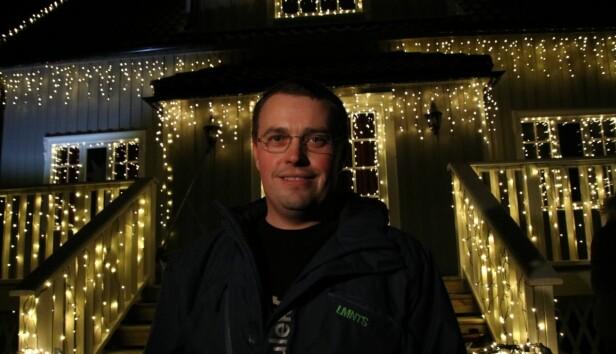EKSPERTEN: I flere år har Kjell Rune Strømstad (40) pyntet huset med fantastisk julebelysning fra Europris, noe som i fjor resulterte i «Årets julehus». Den tittelen ønsker han å forsvare i år.
