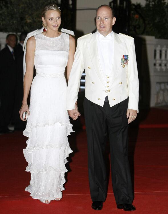 32 MÅNEDER: Tvillingene Jaques og Gabriella ble født 8. desember 2014, 1255 dager etter bryllupet til Charlene og Albert av Monaco. Foto: NTB scanpix
