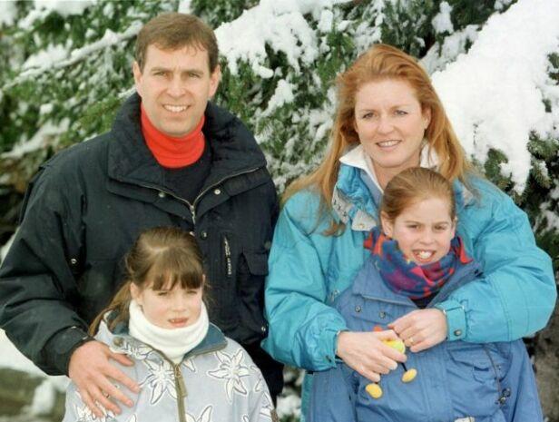 HOLDT SAMMEN FOR BARNA: Sarah og Andrew har hele veien, tross skilsmissen, hatt et tett bånd. Her er de fotografert i 1999 i Sveits sammen med barna. Foto: NTB scanpix