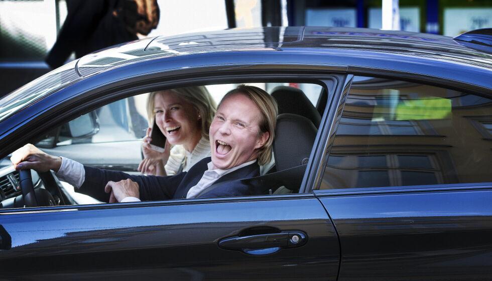 BYMENNESKER: Det blir ikke aktuelt for duoen å flytte til landet med det aller første. Her fotografert på kjøretur på Majorstuen i sommer. Foto: Henning Lillegård / Dagbladet .