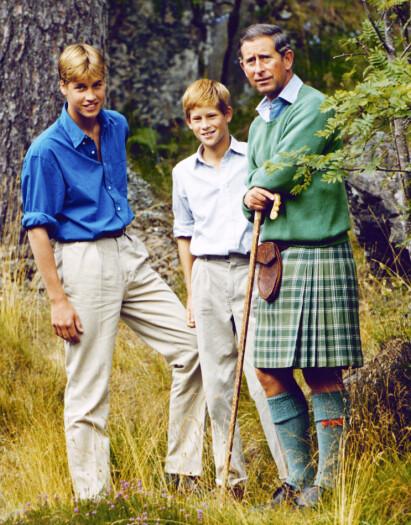 TREKLØVER: Prinsen med sine to sønner kort tid før de mistet sin kjære mamma i 1997. Foto: PA / NTB Scanpix
