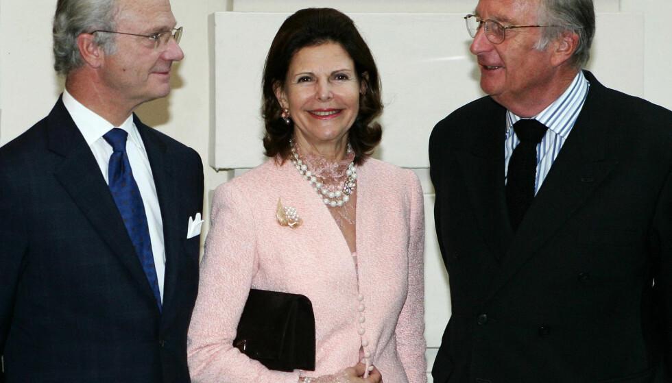 <strong>I GODT SELSKAP:</strong> Albert (t.h.) avbildet sammen med det svenske kongeparet i 2005, den gang han fortsatt var konge. Foto: NTB scanpix