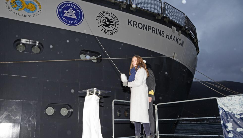 GLIMRENDE JOBB: Prinsessen tok oppgaven på strak arm. Foto: Rune Stoltz Bertinussen / NTB Scanpix