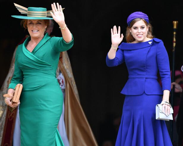 <strong>MOR OG DATTER:</strong> Prinsesse Beatrice ankom søsterens bryllup i oktober sammen med moren deres, Sarah Ferguson. Foto: NTB scanpix