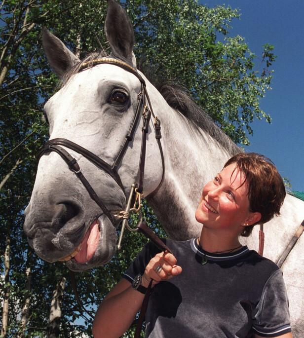 NÆRT FORHOLD: Prinsesse Märtha Louise med hesten Lenaro i 1999. Foto: NTB scanpix