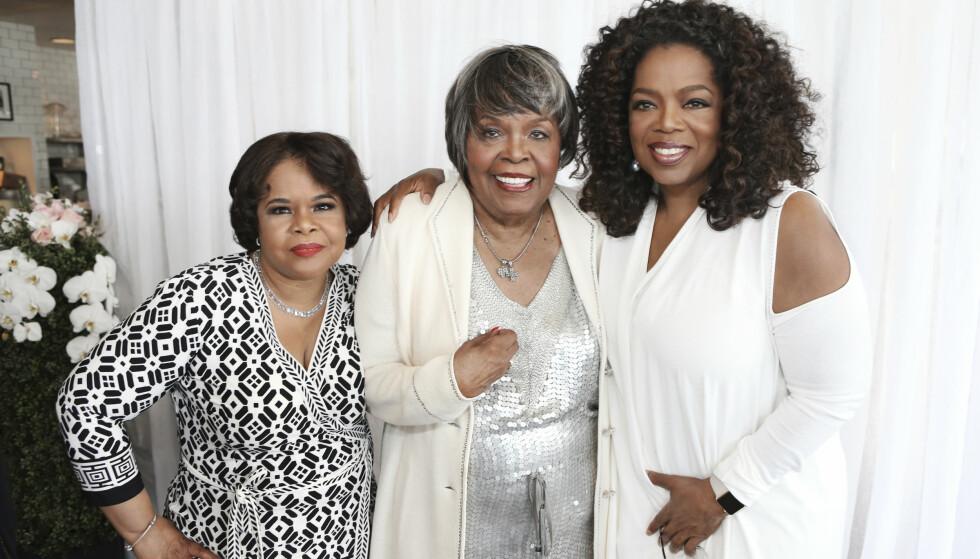GÅTT BORT: Vernita Lee (i midten) har gått bort. Her med de to døtrene, Oprah Winfrey og Patricia Amanda Faye Lee. (t.v). Foto: AP/ NTB scanpix