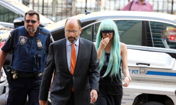 <strong>I PARYKK:</strong> Amanda Bynes på vei inn til rettssalen i New York sommeren 2013. Foto: NTB scanpix