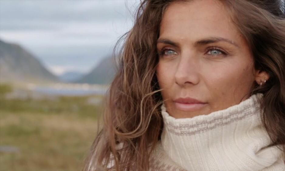 STORE KONTRASTER: I dag regnes Jørgine Massa Vasstrand som en av Norges største influensere. Før voksenlivet og suksessen kom på døra, så tilværelsen derimot langt mer dyster ut. Foto: TV 2