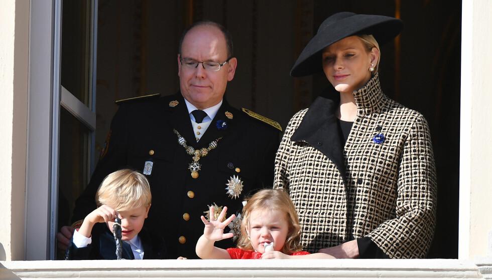 STJAL SHOWET: Tvillingene til fyrst Albert og Charlene, Jacques og Gabriella, sjarmerte alle fra balkongen. Foto: NTB Scanpix