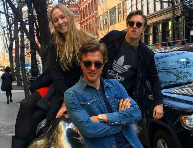GODE VENNER: Henny Ella Reistad, Petter Reistad og Jon Halfdan Reistad pleiet søskenforholdet i København i sommer. Foto: Privat