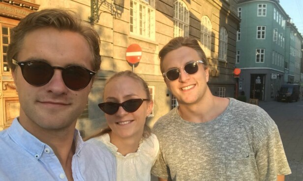 SØSKENFLOKK: Storebror Petter Reistad, Henny Ella Reistad og storebror Jon Halfdan Reistad i København i sommer. Søskenflokken har vokst opp sammen, og står hverandre svært nære. Foto: Privat